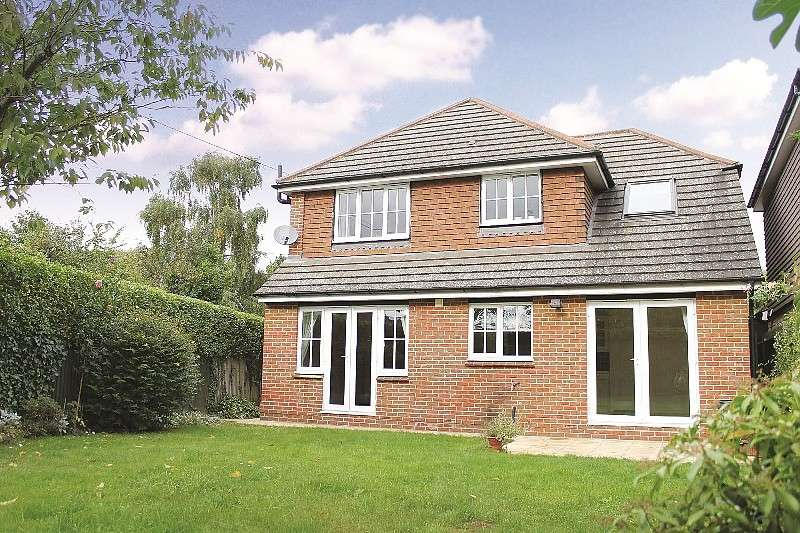 4 Bedrooms House for rent in 4 bedroom Detached House in West End