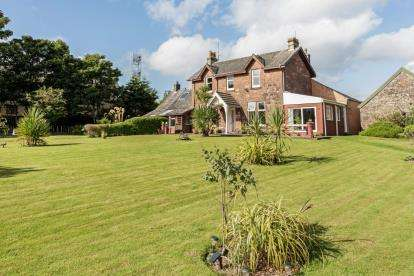 4 Bedrooms Detached House for sale in Ferry Road, Millport