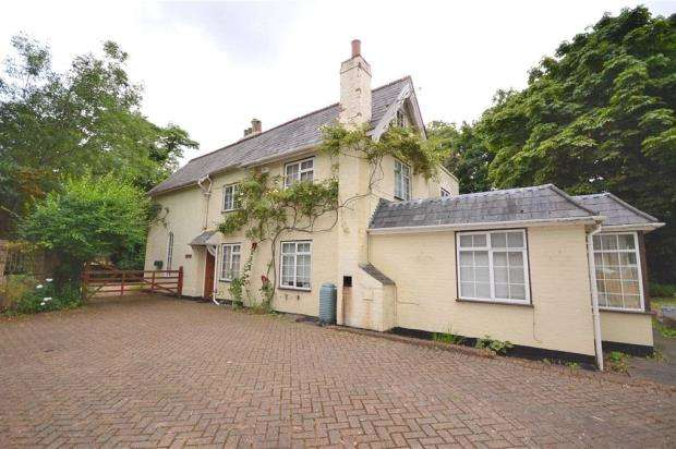 4 Bedrooms Detached House for sale in The Priory, Burnham, Buckinghamshire