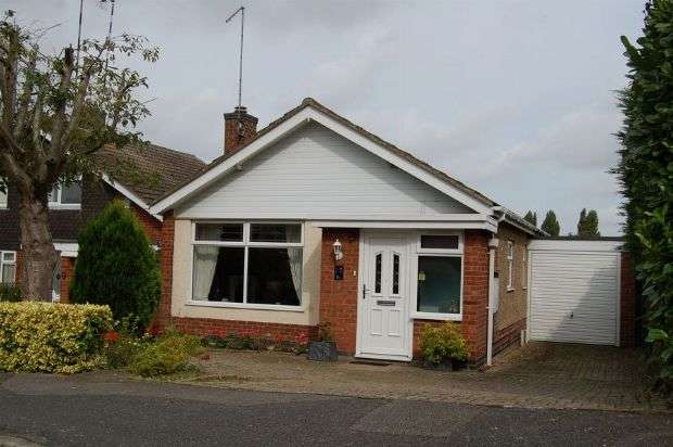2 Bedrooms Detached Bungalow for sale in St Peters Way, Weedon, Northampton NN7 4QJ