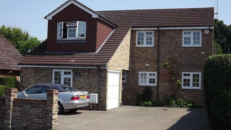 6 Bedrooms Detached House for sale in Sandy Lane, Farnborough, Hampshire, GU14