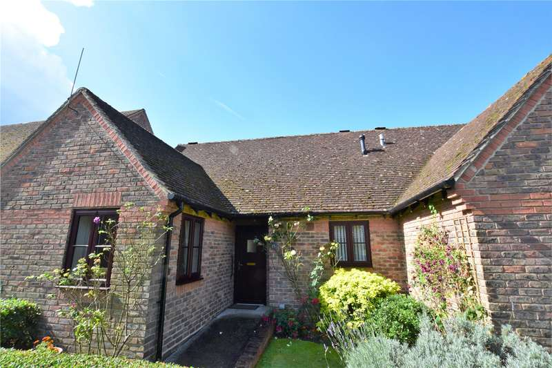 2 Bedrooms Retirement Property for sale in Highfield Court, Burghfield Common, Nr Reading, RG7