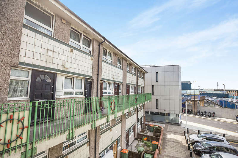3 Bedrooms Flat for sale in Constance Street, London, E16