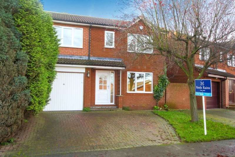 4 Bedrooms Detached House for sale in Rose Farm Approach, Normanton, WF6