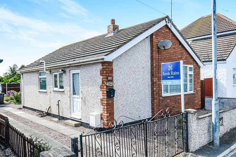 2 Bedrooms Detached Bungalow for sale in St. Asaph Avenue, Kinmel Bay, Rhyl, LL18