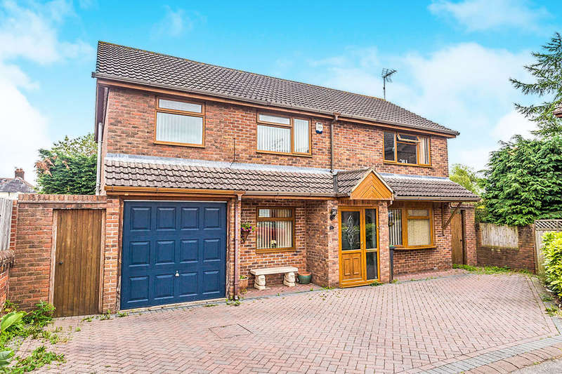4 Bedrooms Detached House for sale in Hopfield Mews, Waterlooville, PO7