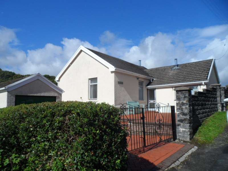 3 Bedrooms Detached Bungalow for sale in Glyncynwal Road, Upper Cwmtwrch, Swansea
