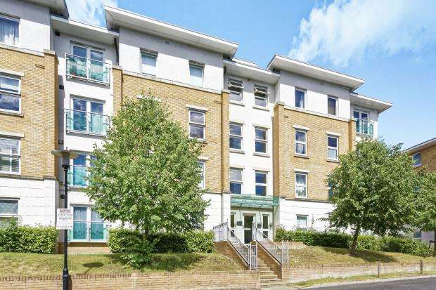1 Bedroom Flat for sale in Highbury Drive, Leatherhead, Surrey