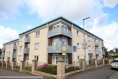 3 Bedrooms Flat for sale in Mamore Street, Newlands