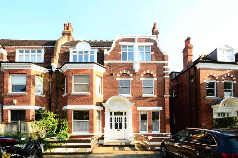 3 Bedrooms Flat for sale in Frognal Lane, Hampstead, NW3
