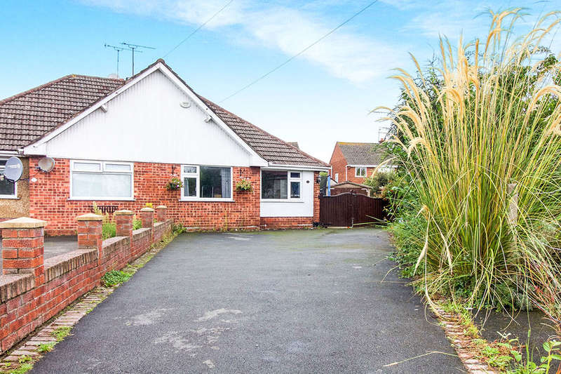 3 Bedrooms Semi Detached Bungalow for sale in The Close, Saughall, Chester, CH1