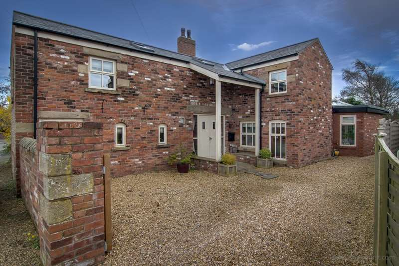3 Bedrooms Detached House for sale in Smithy Lane, Poulton-le-Fylde, Lancashire, FY6