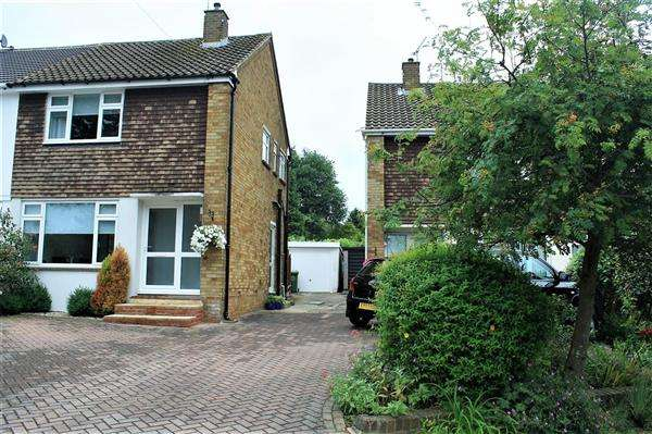 2 Bedrooms Semi Detached House for sale in Fairfield Rise, Billericay