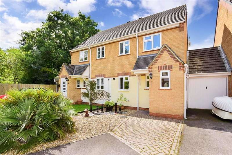 3 Bedrooms Semi Detached House for sale in Linfield Copse, Thakeham, West Sussex
