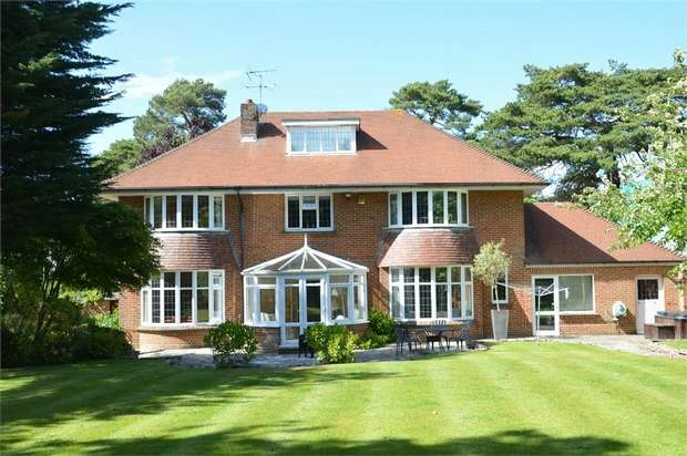 4 Bedrooms Detached House for sale in East Avenue, Talbot Woods, Bournemouth