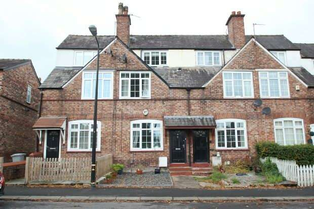 3 Bedrooms Terraced House for sale in Lock Road, Altrincham