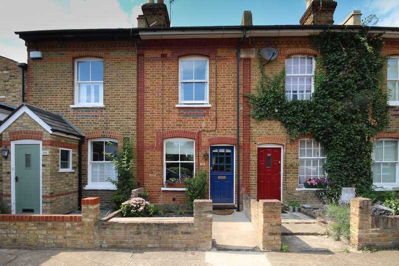 2 Bedrooms Terraced House for sale in Colne Road, Twickenham, Middlesex, TW2