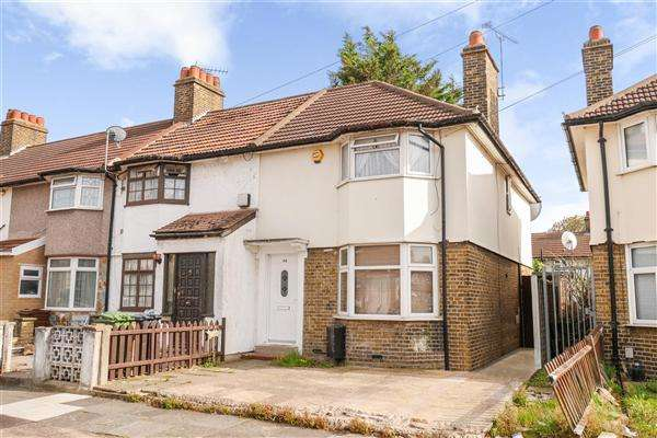 3 Bedrooms Terraced House for sale in Dawson Avenue, Barking