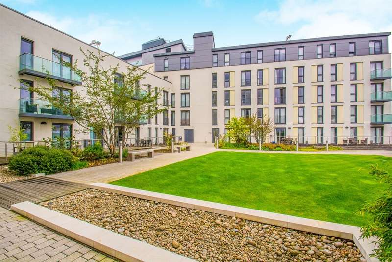 2 Bedrooms Apartment Flat for sale in The Hayes, Cardiff