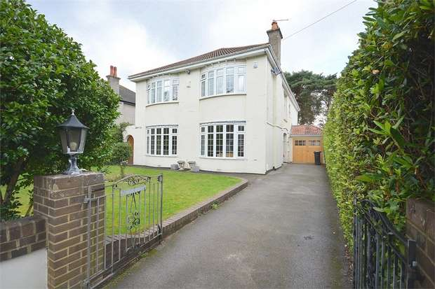 5 Bedrooms Detached House for sale in Stirling Road, Talbot Woods, Bournemouth