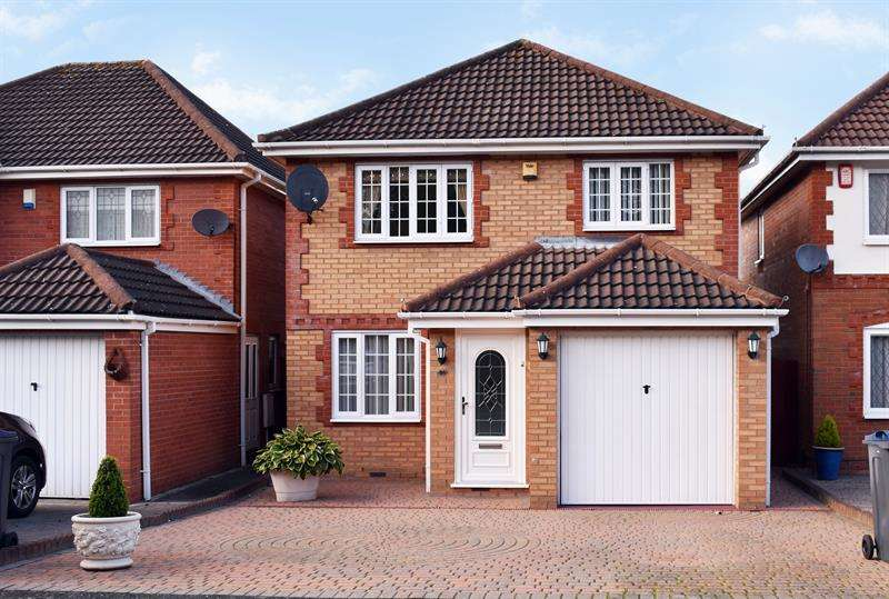 3 Bedrooms Detached House for sale in Lime Tree Grove, Northfield, Birmingham