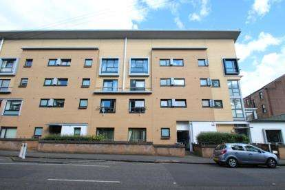 2 Bedrooms Flat for sale in Wellshot Road, Glasgow, Lanarkshire