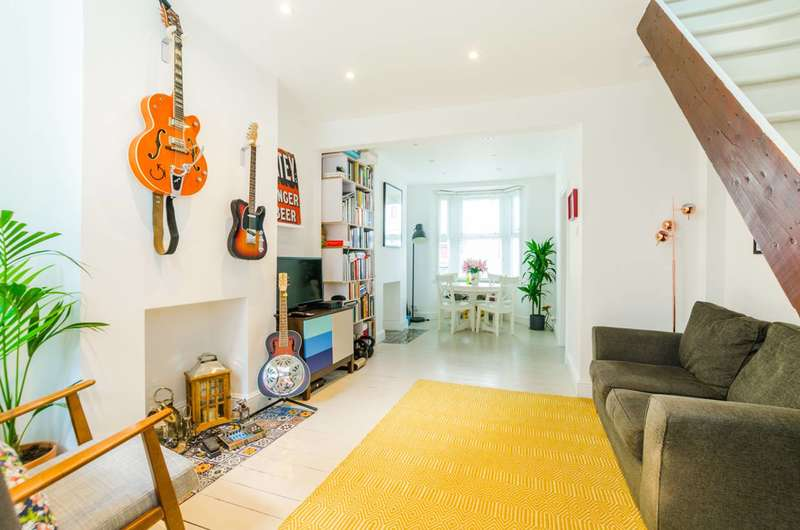 2 Bedrooms Terraced House for sale in White Road, Stratford, E15