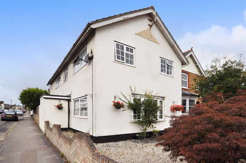 5 Bedrooms Detached House for sale in Rosebury Road, Old Moulsham, Chelmsford