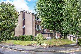 1 Bedroom Flat for sale in Green Acres, Park Hill, Croydon, Surrey