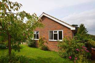 2 Bedrooms Bungalow for sale in Wealdview Road, Heathfield, East Sussex