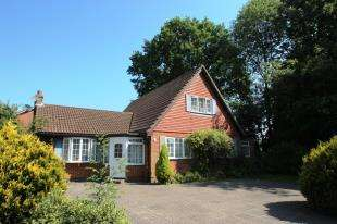 4 Bedrooms Bungalow for sale in Horley Row, Horley, Surrey