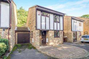 3 Bedrooms Link Detached House for sale in Barncroft Drive, Hempstead, Gillingham, Kent