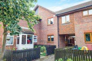 3 Bedrooms Terraced House for sale in Sprucedale Close, Swanley, Kent