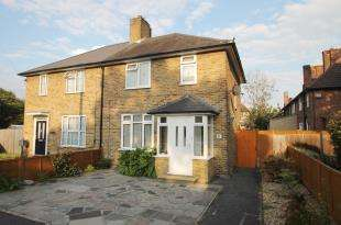 3 Bedrooms Semi Detached House for sale in Bordesley Road, Morden