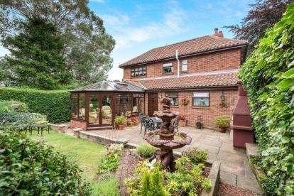 4 Bedrooms Detached House for sale in Swardeston, Norwich, Norfolk