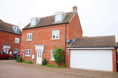 4 Bedrooms Detached House for sale in Grenadier Close, Bedford, Bedfordshire