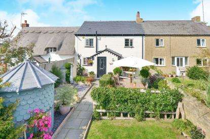 3 Bedrooms Cottage House for sale in Vicarage Road, Bradwell, Milton Keynes, Buckinghamshire