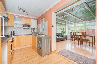 3 Bedrooms Terraced House for sale in Lombardy Drive, Peterborough, Cambridgeshire