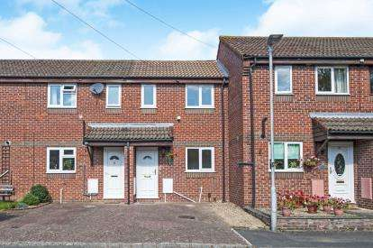 2 Bedrooms Terraced House for sale in Maple Close, Hardwicke, Gloucester, Gloucestershire