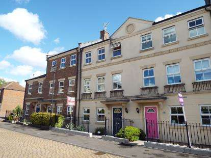 3 Bedrooms Terraced House for sale in Dowland Close, Redhouse, Swindon, Wiltshire