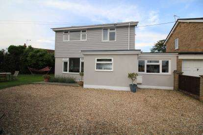 4 Bedrooms Link Detached House for sale in Barton on Sea, New Milton, Hampshire