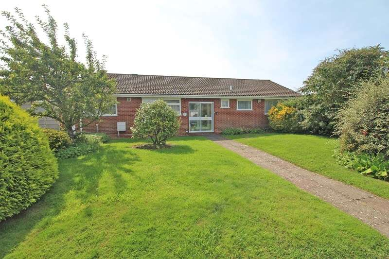 3 Bedrooms Detached Bungalow for sale in Fox Field, Everton, Lymington