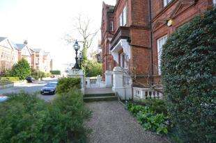 2 Bedrooms Flat for sale in Mount Ephraim Court, Molyneux Park Road, Tunbridge Wells, Kent