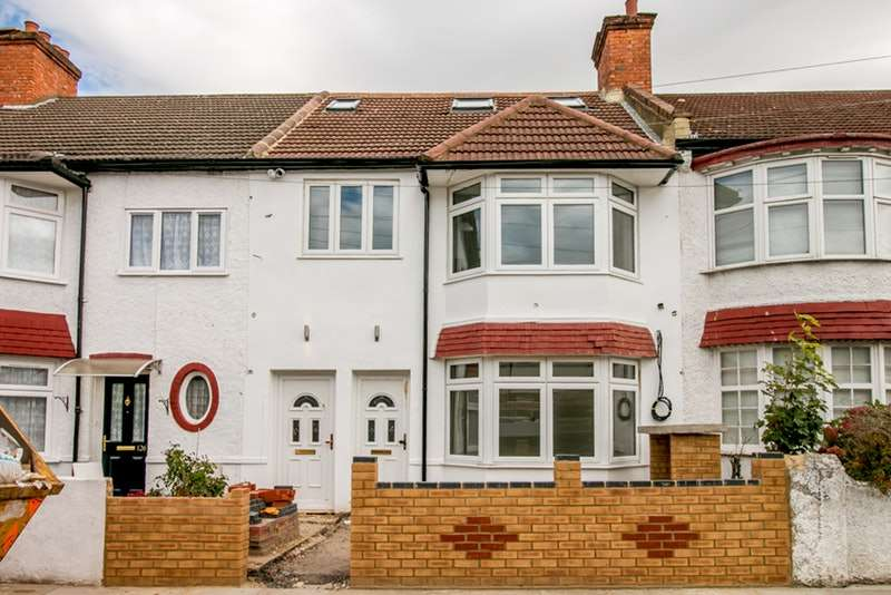 3 Bedrooms Maisonette Flat for sale in Ashbourne Road, Mitcham, London, CR4