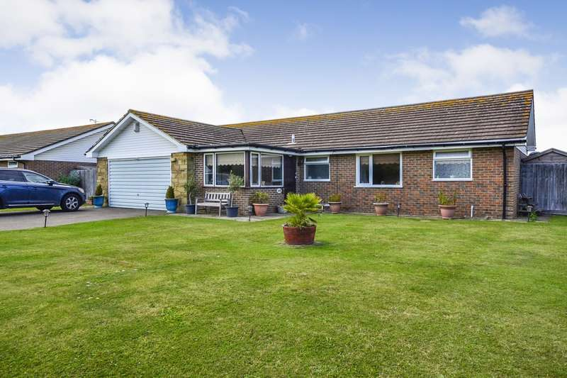 3 Bedrooms Detached Bungalow for sale in Cooden Sea Road, Cooden, TN39