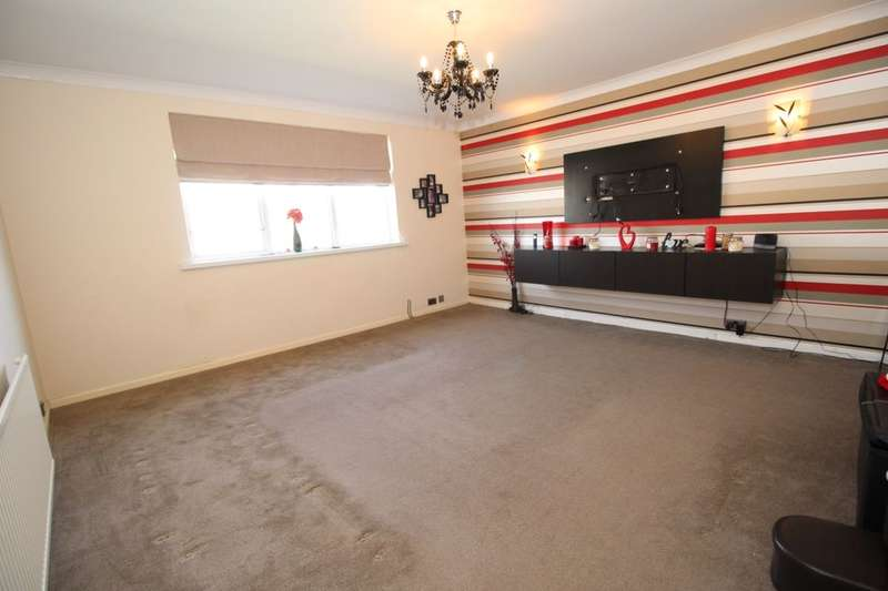 2 Bedrooms Flat for sale in Clifton Drive, Blackpool, FY4