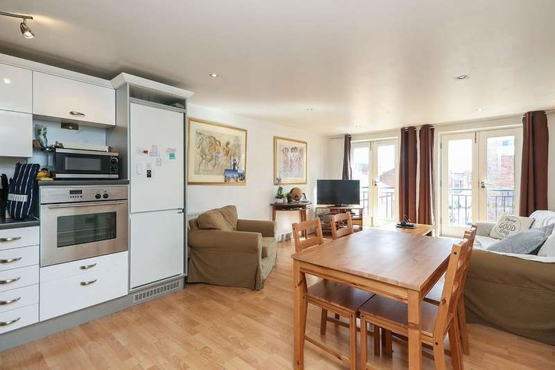 3 Bedrooms Flat for sale in Commonhall Street, Chester, CH1