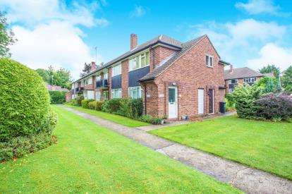 3 Bedrooms Maisonette Flat for sale in Bromet Close, Watford, Hertfordshire, .