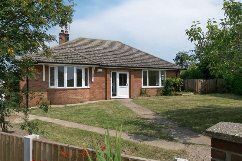 3 Bedrooms Detached Bungalow for sale in Hillside Close, Ormesby St Margaret