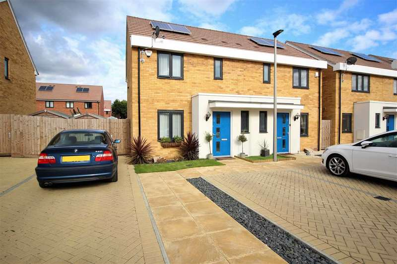 3 Bedrooms Semi Detached House for sale in Sanderling Close